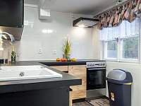 Nová plně vybavená kuchyňská linka - chata k pronajmutí Morávka