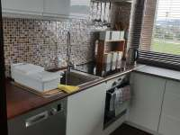 kuchyně ve spol. místnosti - Písečná