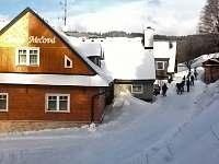 Dojezd na lyžích k chatě