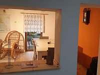 Jídelna - pohled z kuchyně - chata k pronájmu Horní Bečva