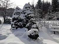 Posezení v přední části zahrady - Horní Bečva