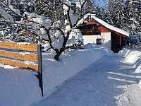 Vjezd na pozemek - chata k pronájmu Horní Bečva