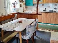 Kuchyň a jídelní část - chata ubytování Horní Bečva