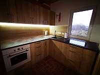 Kuchyně - chata k pronájmu Návsí