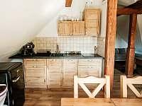 kuchyňský kout s kávovarem - chalupa ubytování Valašská Bystřice