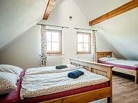 květinový pokoj - 1x dvoulůžko a 2x jednolůžko - chalupa ubytování Valašská Bystřice