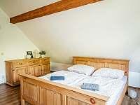 levandulový pokoj - 1x dvojlůžko a 2x jednolůžko - pronájem chalupy Valašská Bystřice