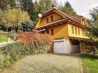 Parkování,podzim - chalupa ubytování Frýdlant nad Ostravicí - Metylovice