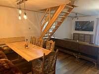 jídelní stul pro 9 osob - pronájem chalupy Frýdlant nad Ostravicí