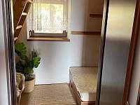 Menší ložnice - s postelí 120cm (1,5 člověka) - chata ubytování Baška