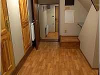 Chodba od pokojů č. 4 a 5 u pokojů č. 6 - 8. - chalupa k pronajmutí Horní Bečva