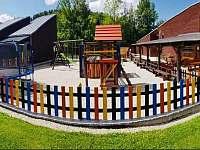 Dětské hřiště - pronájem vily Horní Bečva