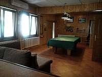 Obývací místnost - chalupa k pronájmu Dolní Lomná