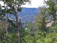 Pohled do údolí - chalupa k pronajmutí Dolní Lomná