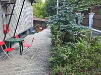 Zahrada - chalupa k pronajmutí Dolní Lomná