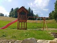 Dětské hřiště - chalupa k pronajmutí Velké Karlovice - Pluskovec