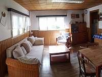 Obývací pokoj, druhý pohled - chata k pronájmu Lukov