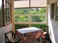 Posezení na verandě - chata k pronájmu Lukov