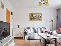 obývací pokoj s LED TV - chalupa k pronajmutí Frenštát pod Radhoštěm