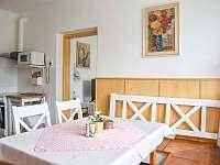 rozkládací stůl - pronájem chalupy Frenštát pod Radhoštěm