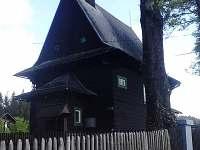 místní dřevěný kostel Cyrila a Metoděje