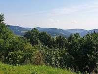 výhled do okolí - chata k pronájmu Huslenky