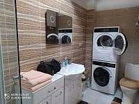 Koupelna Přízemí Pokoj č.1 - roubenka ubytování Řeka u Smilovic