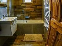 koupelna s vanou - pronájem chaty Nový Hrozenkov