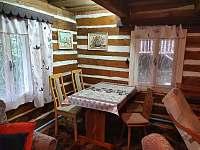 jidelni kout v obyvacim pokoji - chalupa ubytování Nýdek
