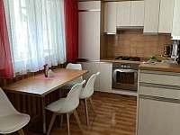 Kuchyň - chalupa k pronájmu Vlachovice