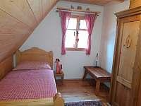 Červená ložnice malá - chalupa k pronájmu Komorní Lhotka