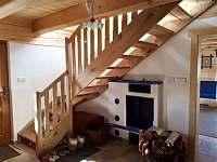 Pohodlné schodiště k ložnicím - Komorní Lhotka