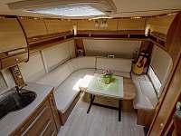 luxusní interiér jako na luxusní jachtě... samozřejmostí i klimatizace - pronájem chatek Halenkov