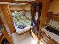 luxusní interiér jako na luxusní jachtě... samozřejmostí i klimatizace - chatky k pronájmu Halenkov