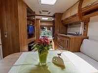 luxusní interiér jako na luxusní jachtě... samozřejmostí i klimatizace - chatky k pronajmutí Halenkov