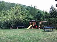 Decké hřiště + pinec