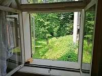Výhled z ložnice č. 2 - pronájem chalupy Krásná