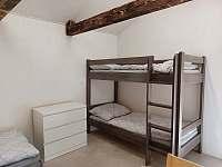 Masivní patrová postel - chata k pronajmutí Prostřední Bečva