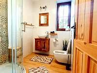 Koupelna se sprchovým koutem v horním patře - Pozděchov
