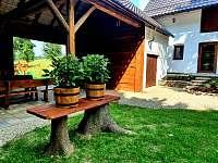 Stodola s venkovní kuchyní a posezením - Pozděchov