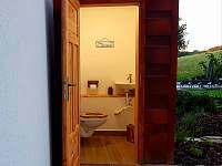 Venkovní WC (3. WC v objektu) - chalupa ubytování Pozděchov