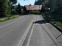 cyklostezka u chalupy - k pronájmu Velké Karlovice