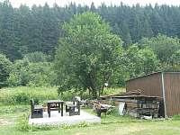 posezení s grilem a bouda na kola nebo lyže - chalupa k pronájmu Velké Karlovice