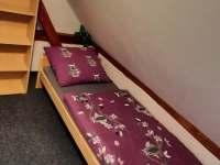 1 lůžkový pokoj patro - chalupa k pronájmu Solanec pod Soláněm