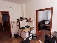 kuchyň přízemí - chalupa ubytování Solanec pod Soláněm