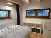 ložnice s postýlkou - pronájem chaty Malenovice
