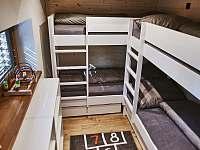 pokoj s patrovými postelemi - chata k pronájmu Malenovice