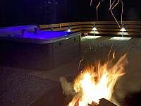 večerní grilování - chata k pronájmu Malenovice