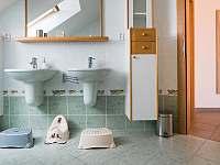 koupelna k Pokoji za zrcadlem