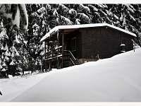 Chata Karolínka-pohled od přehrady , směr Ski areál Rališka